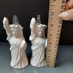 Statue of liberty oil and vinegar set